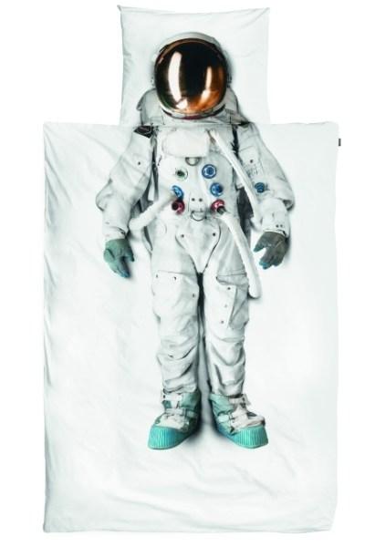 Astronaut_posciel-2