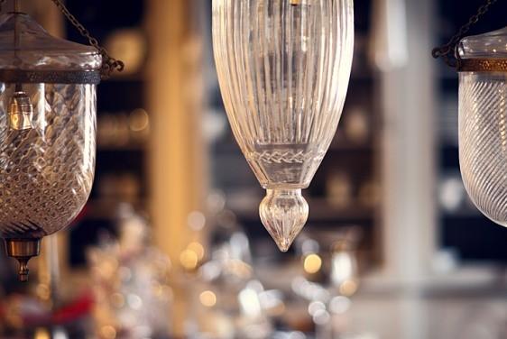 Stylowe lampy wiszące, podłogowe oraz meblowe.