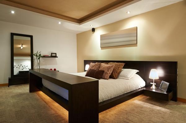 Romantyczna i praktyczna: sypialnia na każdą okazję.