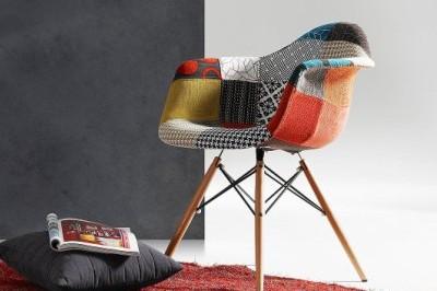 Krzesła z kolekcji new Comer.