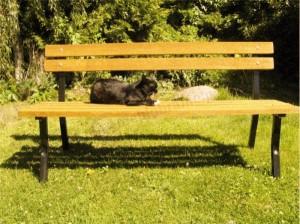 Dzięki ławce ogrodowej poczujesz się jak w parku.