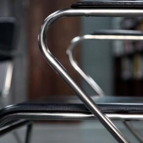 Metal w domowej przestrzeni – elegancja na najwyższym poziomie.