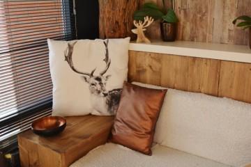 poduszka z jeleniem, drewno,