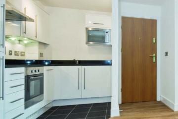 drzwi wejściowe, przedpokój z kuchnią