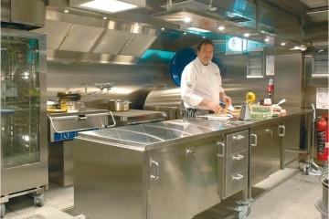 profesjonalna kuchnia, kuchnia w restauracji, kucharz