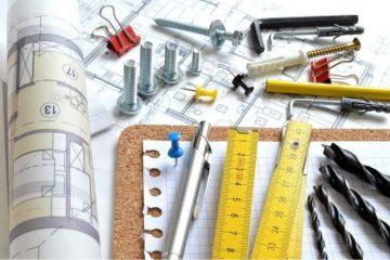 rysunki techniczne, miarka, wietrła, śruby, długopis, kołki