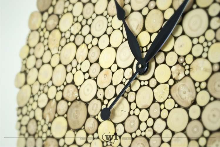 zegar z drewnianych krążków