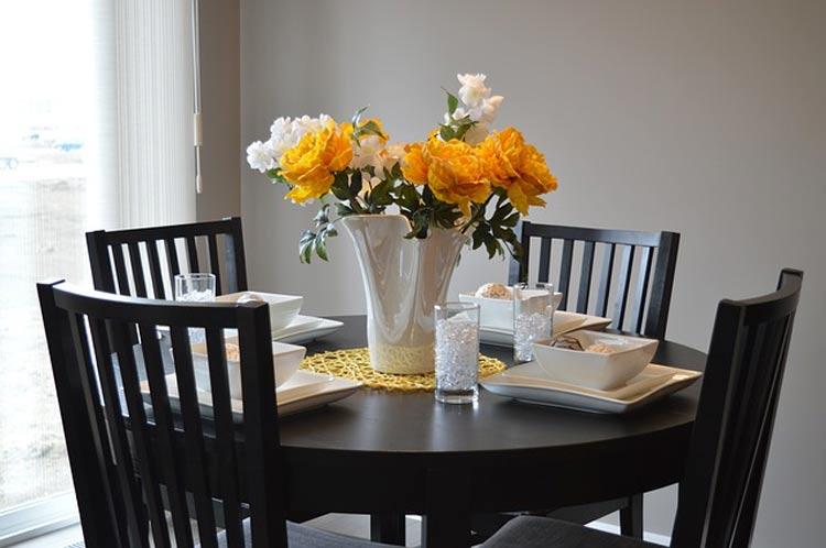 Idealne zestawy krzeseł i stołu.