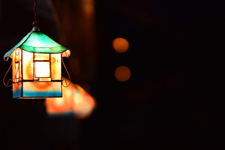 Budowanie nastroju w domu i ogrodzie przy pomocy światła.