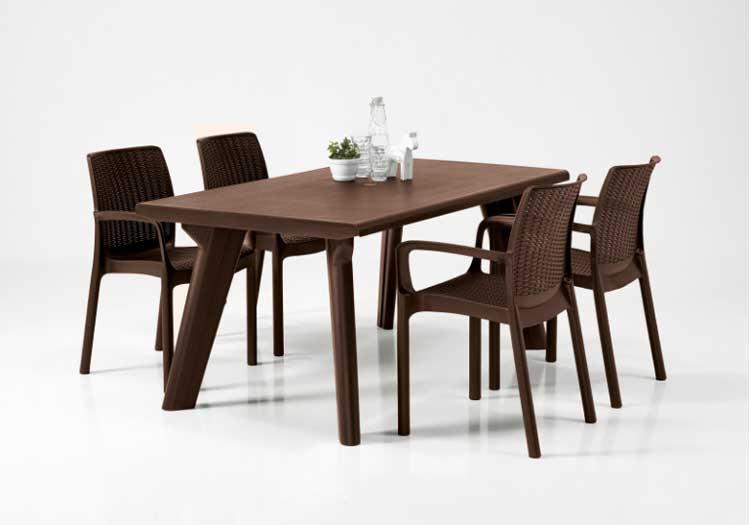 brazowy zestaw ogrodowy stol i krzesla