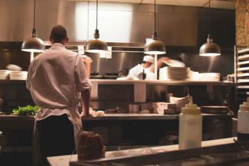 zaplecze kuchenne w dobrej restauracji