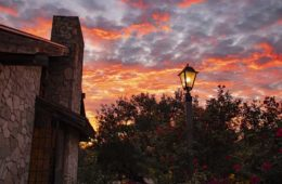 wschód słońca, latarnia ogrodowa