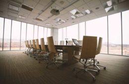 pokoj konferencyjny w nowoczesnym biurze