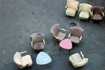 klasyczne tapicerowane fotele