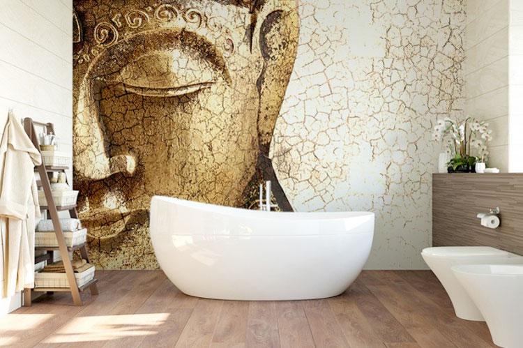 orientalna tapeta umieszczona w łazience za wanną
