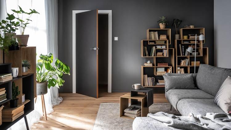 Szary salon z nowoczesnymi meblami modułowymi i szarą sofą