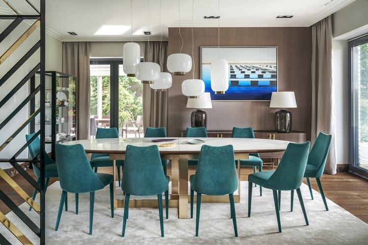 Duży stół i turkusowe krzesła